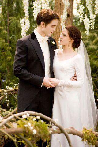 File:Bella and edward wedding..jpg