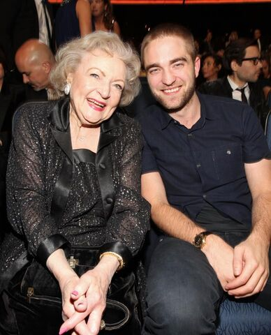File:Robert Pattinson and Betty Whote.jpg