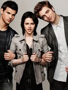 Kristen-Stewart-Taylor-Lautner-Robert-Pattinson-EW-photos-twilight-series-9024293-300-400