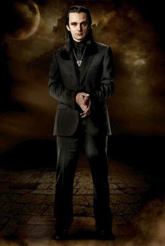 File:Michael-Sheen-as-Aro-leader-of-the-Volturi-in-The-Twilight-Saga-New-Moon.jpg