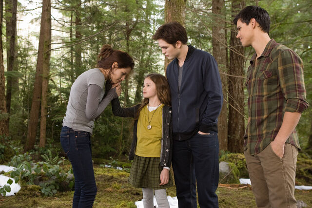 File:Bella, renesmee, edward y jacob.jpg