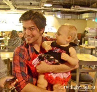 Jackson rathbone with his niece