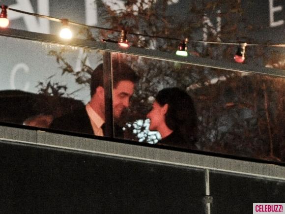 File:7Robert-Pattinson-and-Kristen-Stewart-Kissing-052312-580x435.jpg