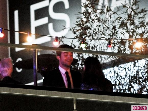 File:18Robert-Pattinson-and-Kristen-Stewart-Kissing-052312-580x435.jpg