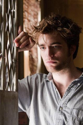 File:Robert Pattinson fit.jpg