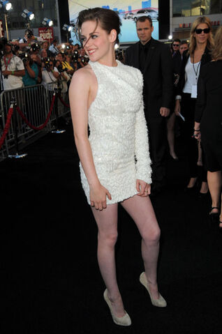 File:Kristen-stewart-eclipse-premiere-dress1.jpg