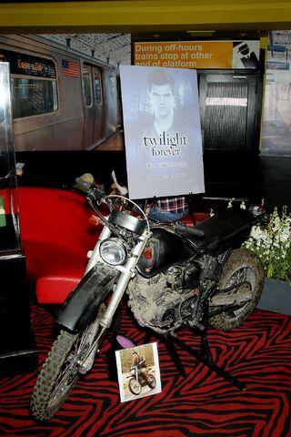 File:Motorcycle prop.JPG