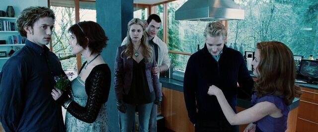 File:Twilight-Movie-Screencaps-HQ-alice-cullen-15678980-1280-720.jpg