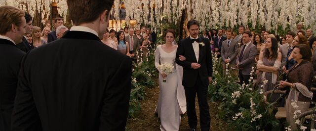 File:BreakingDawnPt1-0570.jpg