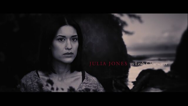 File:Julia Jones as Leah Clearwater.jpg
