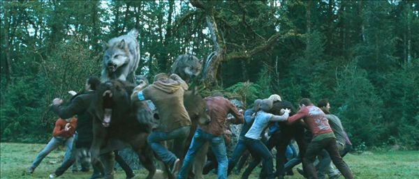 File:The fight wolfs vs newborns.jpg