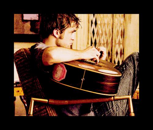 File:Robert Pattinson 129.png