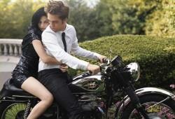 File:250px-Robert Pattinson and Kristin Stewart in Bazaar (3).jpg