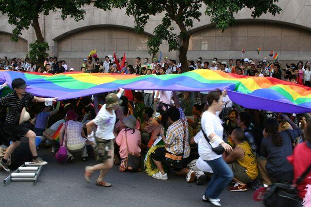 檔案:Taiwan Pride 2005 before setout.JPG