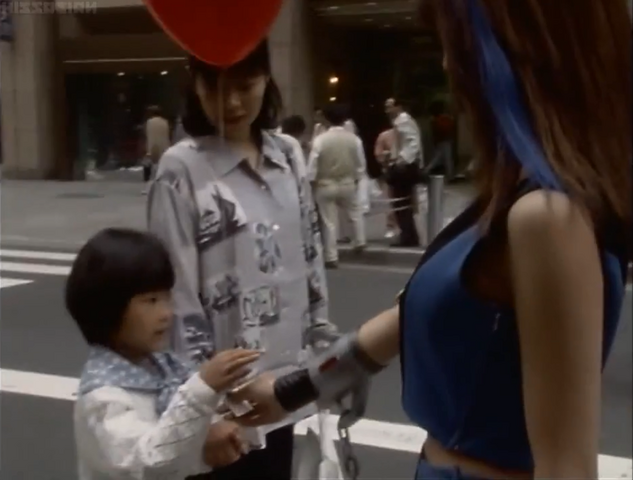 File:Rucia bring the ballon for the girl.png