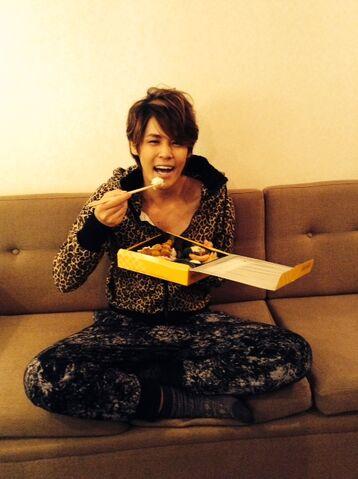 File:Mamoru eats.jpg