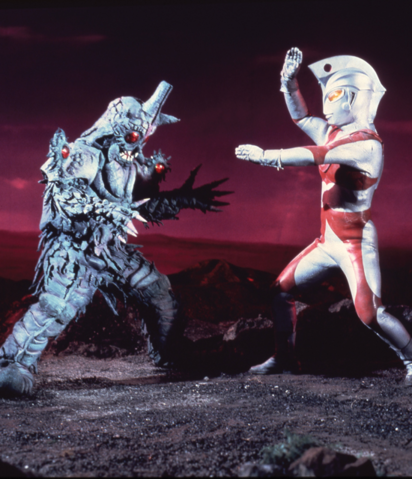 File:Mazaron Man v Ultraman Ace.png