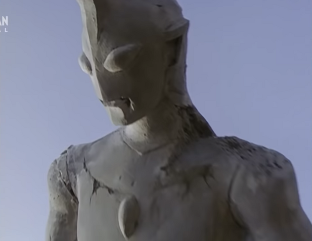 File:Statue before fall.png
