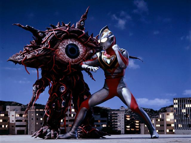 File:Gan-Q 02 v Ultraman Gaia.png