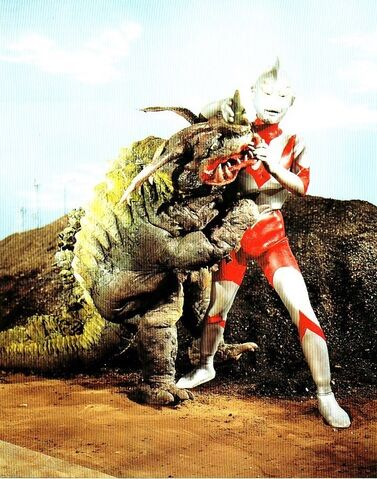 File:Neronga vs Ultraman 2.jpg