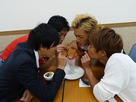 File:Hassei, Takeshi Tsu, Yoshi & Taiyo drink.jpg