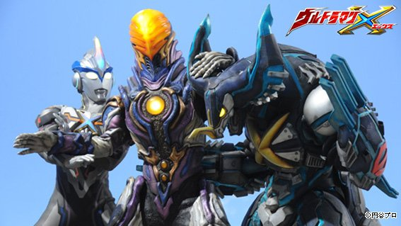 File:Ultraman X & Cyber Gomora vs Greeza.jpg