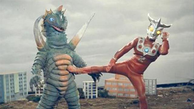 File:Alien Karly v Ultraman Leo.png