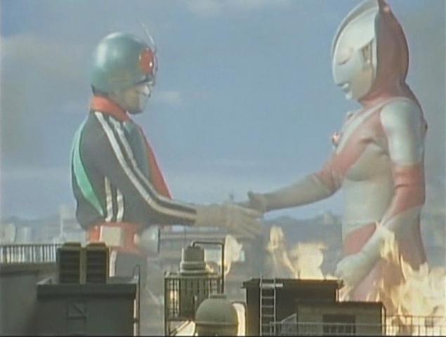 File:Ultraman and Kamen Rider have a shake.png
