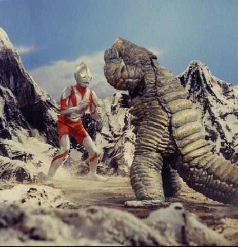 File:Ultraman vs Red King ll.jpg