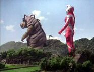 Bao-on playing with Ultraman Dyna Strong Type