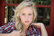 Britt Robertson (8)