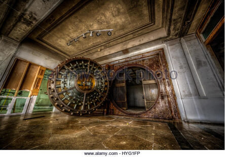 Chicago-usa-seeing-the-inside-of-this-huge-bank-vault-would-have-been-hyg1fp