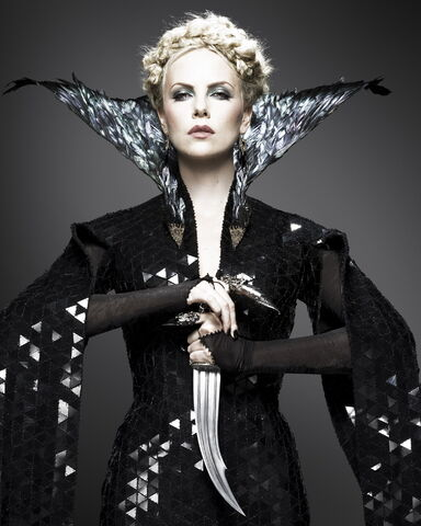 File:Charlize Theron as Queen Ravenna.jpg