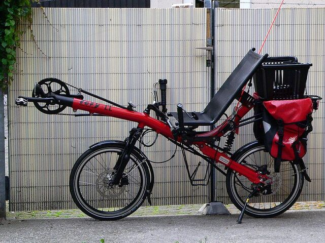 File:Recumbent bicycle Toxy CL.jpg