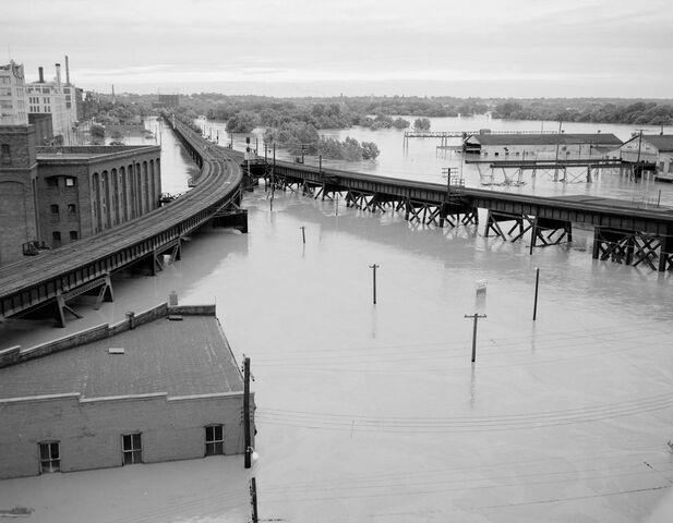 File:Agnes flooding.JPG