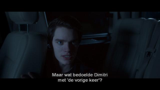 File:Maar wat bedoelde Dimitri met 'de vorige keer' (donker licht in Christian's gezicht).png