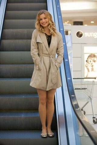 File:Lissa at the shops 2.jpg