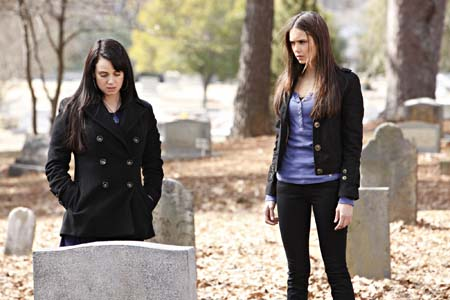 File:Elena and Isobel @ grave.jpg