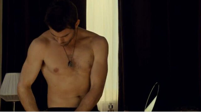 File:Daniel Gillies shirtless saving hope.jpg