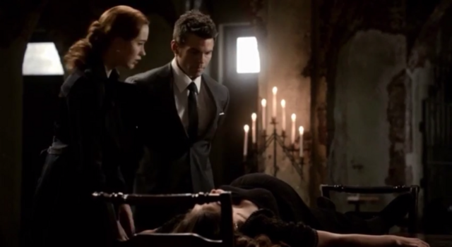 File:Genevieve-Elijah and Hayley 1x20.png