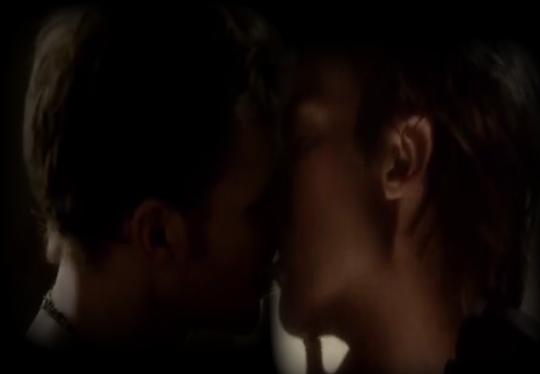 File:Klamon kiss.png
