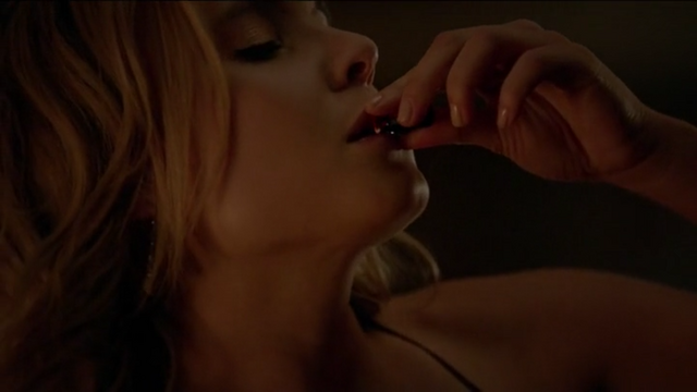 File:The Originals Season 3 Episode 10 A Ghost Along the Mississippi Cami driniking vamp blood.png