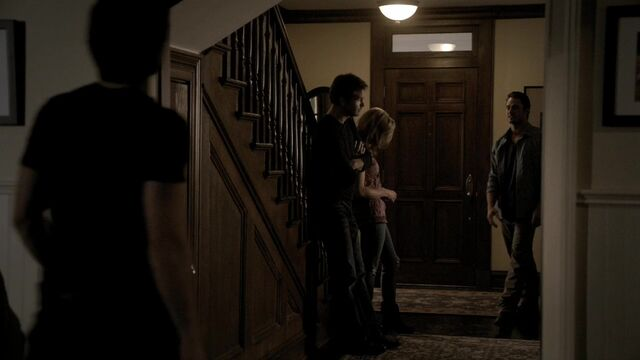 File:TVD2x04-Gilbert House 5.jpg