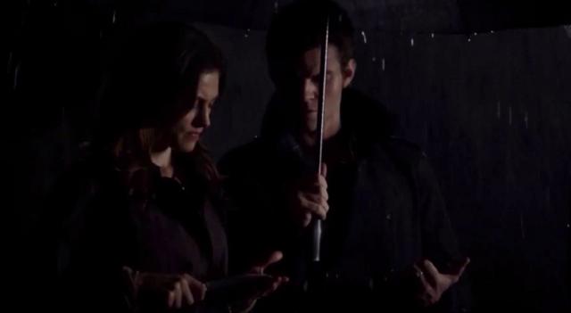 File:Hayley-Elijah 1x11-.png