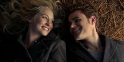 Steroline smiling 6x13
