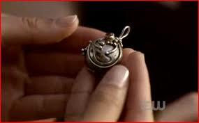 File:Elena's necklace.jpg