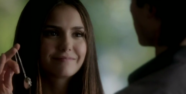 Archivo:Katherine with Elena's necklace.png
