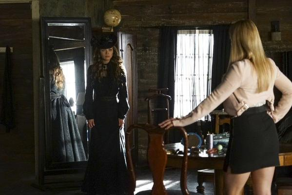 File:TVD - Nora & Mary Louise.jpg