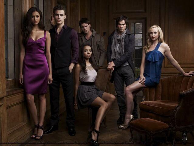 File:The-Vampire-Diaries-damon-and-stefan-salvatore-9294186-1023-768.jpeg
