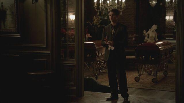 File:The-Vampire-Diaries-3x13-Bringing-Out-the-Dead-HD-Screencaps-elijah-28811429-1280-720.jpg